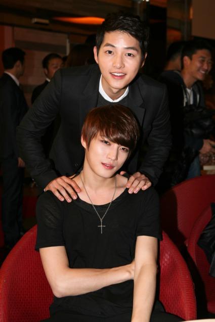 091112-song-joong-ki-i-kim-jaejoong-na-vipowskiej-premierze-code-name-jackal-2