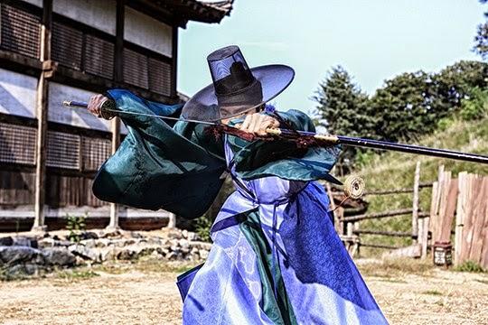 """""""Moo Seok que se convirtió en uno con la espada. Carisma único! """""""